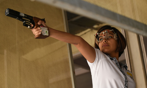 Dentist sharpshooter aims to give India golden smile