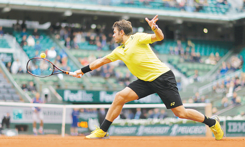 Wawrinka escapes historic blow, Muguruza struggles
