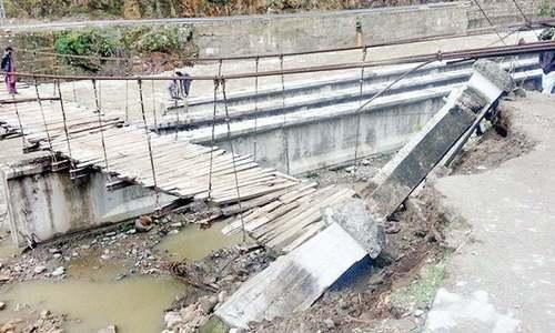 Bridge in Gujrat collapses days ahead of inauguration