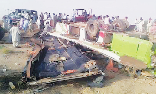 10 killed in Karachi-bound coach accident