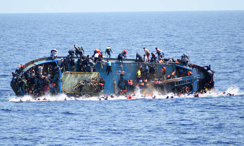 Italian navy captures dramatic moments of migrant shipwreck off Libya coast