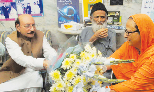 Qaim visits ailing Edhi, praises his services for humanity