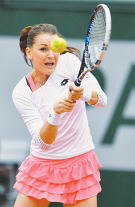 Radwanska, Halep blast organisers over rain play after crashing out