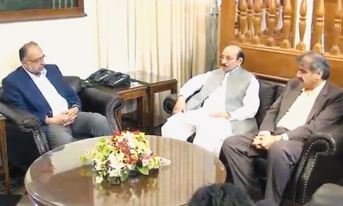 Sindh Chief Minister Syed Qaim Ali Shah and Home Minister Sohail Anwar Sial brief Sindh High Court Chief Justice Sajjad Ali Shah on steps taken for the recovery of his son Advocate Awais Ali Shah in his SHC chamber on Tuesday.—PPI