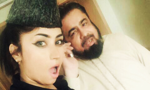 Cleric's Ruet-i-Hilal membership suspended after viral selfies with Qandeel Baloch