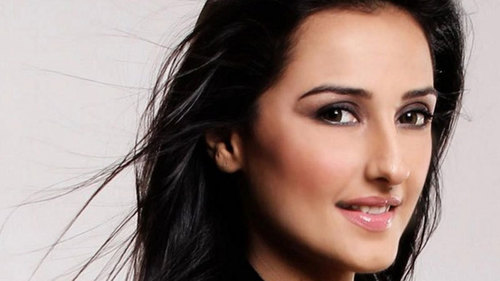 Is Momal Sheikh's Bollywood debut an imitation of Runaway Bride?