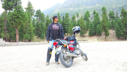 This Pakistani woman defies stereotypes by riding her bike 3200km into the heart of Pakistan
