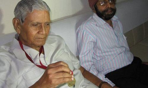 ہندوستانی شخص کیلئے امتحان کے 47 سال بعد گولڈ میڈل