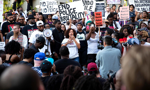 People rally in Dallas, Texas, on Thursday, July 7, 2016 to protest the deaths of Alton Sterling and Philando Castile. ─ AFP