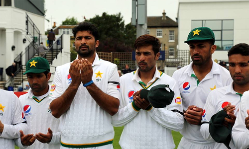 Pakistan and Sussex observe a minute's silence in memory of Edhi