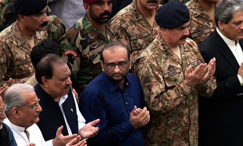 Thousands including notables flock to honour Abdul Sattar Edhi