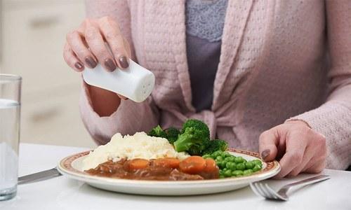 نمک جسم پر کیا اثرات مرتب کرتا ہے؟