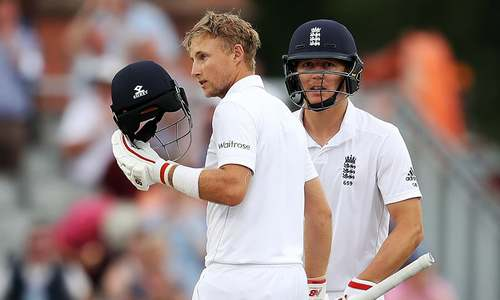 Solid Root takes England past 300 on stumps