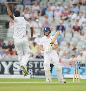 Cook, Root hit centuries as Pakistan bowlers toil at Old Trafford
