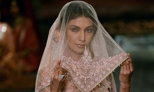 عروسی ملبوسات کا شاندار فیشن شو