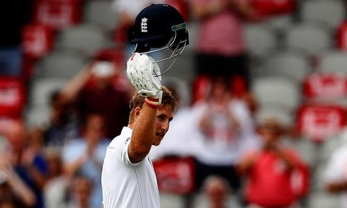 Defiant Root helps England pass 400-run mark, scores his second double century