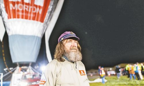 Russian balloonist sets world record for circumnavigation
