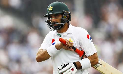 Pakistan 198 all out; Cook says 'no follow-on'