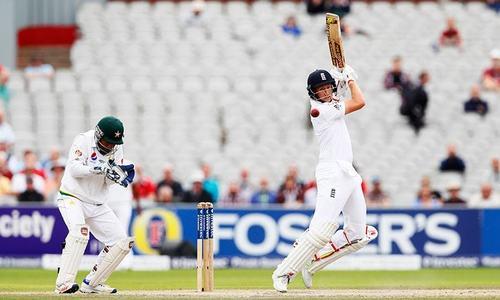 England set Pakistan daunting 565-run target