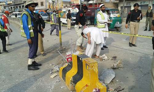 Three injured in Peshawar roadside blast