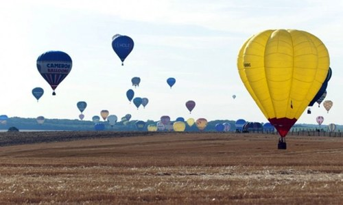At least 16 feared dead in fiery Texas hot air balloon crash