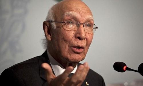 Sartaj Aziz urges ambassadors to proactively promote Pakistan's interests at envoys' moot