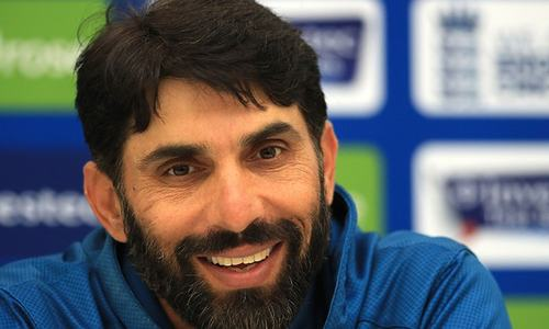 Misbah wants his pacers to reverse it like England