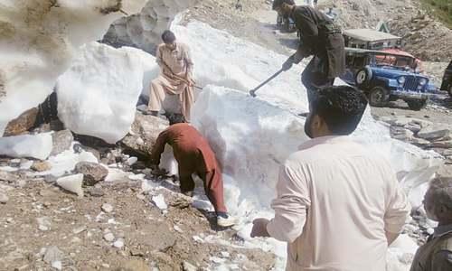 3 Karachi women die under glacial boulders