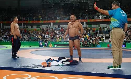 اولمپکس میں کپڑے اُتار کر احتجاج