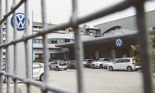 VW cuts 28,000 workers' hours over supply woes