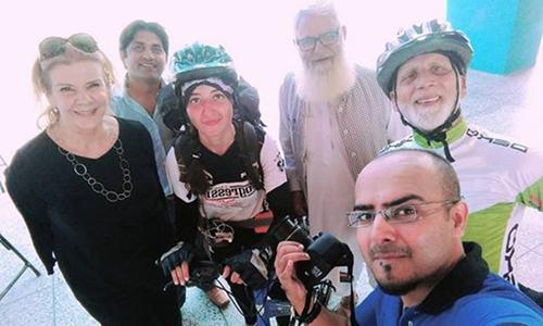 پاکستانی خاتون کا گلیشیئر پر سائیکلنگ کا عالمی ریکارڈ