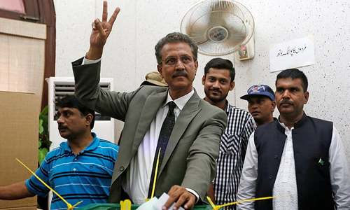 Waseem Akhtar to run Karachi via 'video link' from behind bars