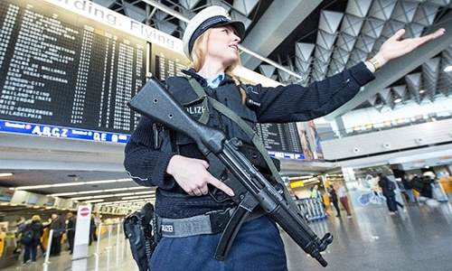 Turkey allows policewomen to wear headscarf