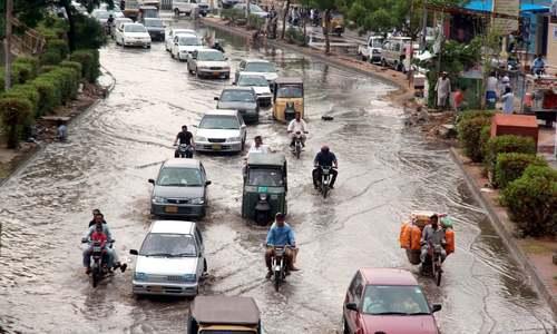 کراچی میں بارش سے جل تھل