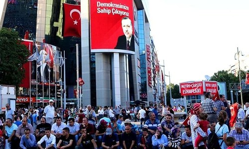 Editor from top Turkish daily held in post-coup crackdown