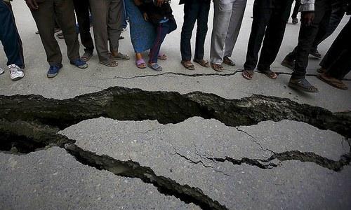 One dead, nine injured as mild quake jolts Sindh