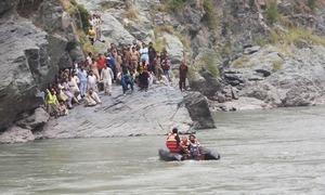 مظفر آباد: دریائے نیلم میں بس گرنے سے 20 افراد ہلاک