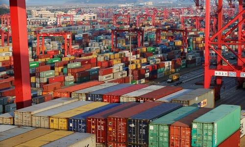 Mega-ship dreams obscure cloudy future for shipping