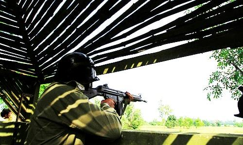 Two army men killed as Pak, Indian troops exchange fire across LoC