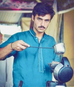 'Cat-eyed' tea seller sparks soul-searching