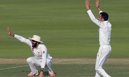 Umpiring blunders take the Test into final day