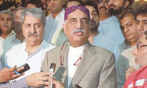 Khurshid fears showdown over PTI sit-in, tells govt to exercise restraint