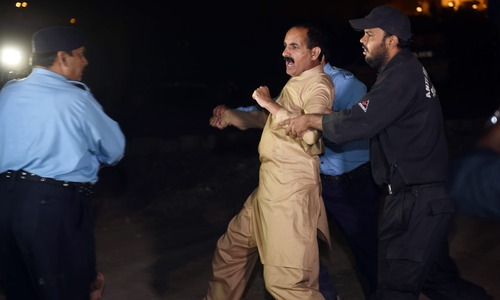 Politicians criticise PML-N after police storm PTI youth convention