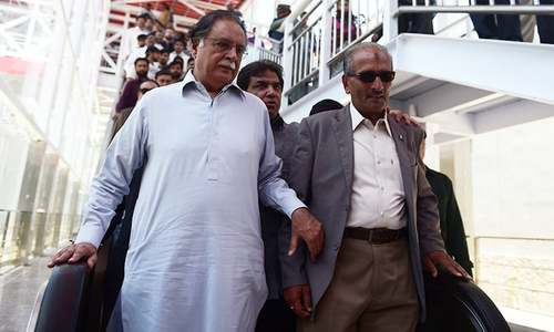 Information Minister Pervaiz Rasheed asked to step down amid Dawn story probe