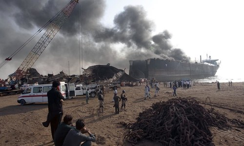 Death toll reaches 19 in Gadani shipbreaking yard fire, scores still missing