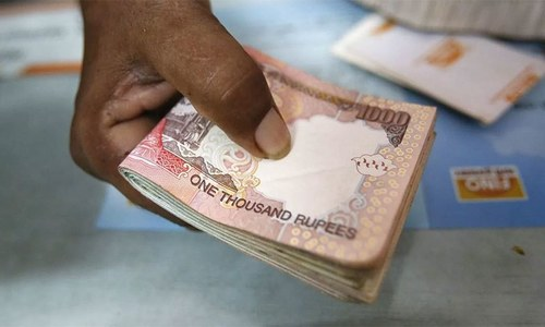 India pulls 500, 1,000 rupee notes to fight graft