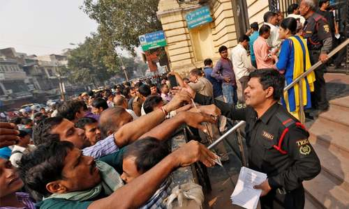 Indian banks reopen to long queues after rupee withdrawal
