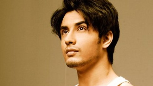 Ali Zafar reveals his role in Dear Zindagi!