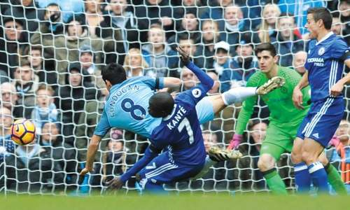 Costa keeps Chelsea roaring as Man City lose cool