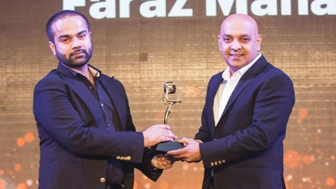 Faraz Manan wins Fashion Designer of the Year at Masala Awards 2016